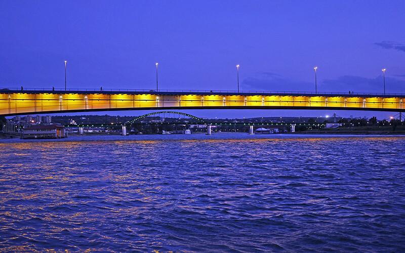 Reka Sava Beograd noću kod Brankovog mosta