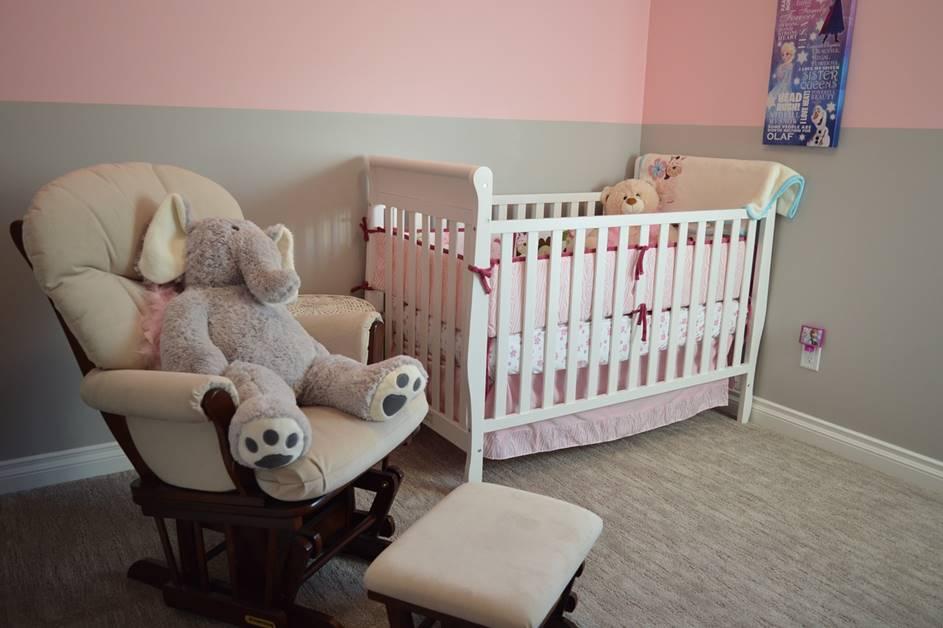 Dečija soba sa roze motivima