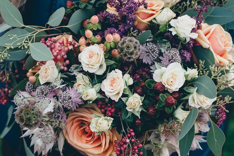 Šareno cveće u buketu