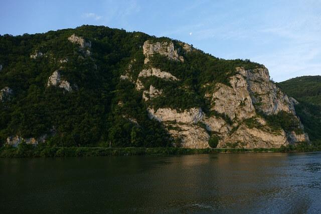 Brdo na obali dunava