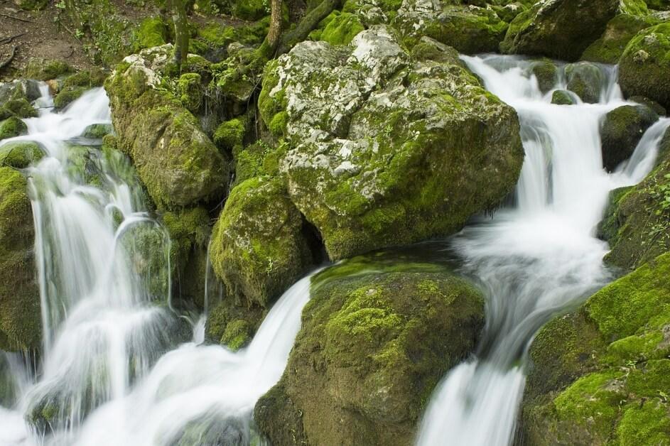 Voda protiče kroz stene